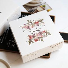 Коробка с цветами Smile 14 * 14 * 5см