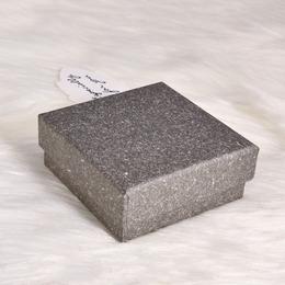 Коробка плотная серая 9,5 * 9,5 * 3см