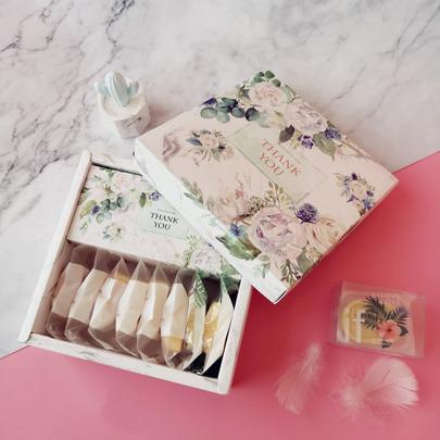 Коробка Весенни букет 20 * 20 * 7см