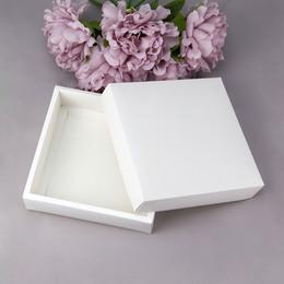 Коробка с крышкой (с дефектом) 18,5 * 18,5 * 5см