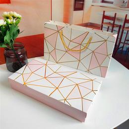 Коробка Золотая геометрия (с дефектом) 23,5 * 16,5 * 5см