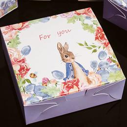 Коробка Заяц в саду 16,5 * 16,5 * 6,5см