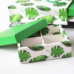 Коробка с крышкой Листья 16,3 * 16,3 * 5,2см