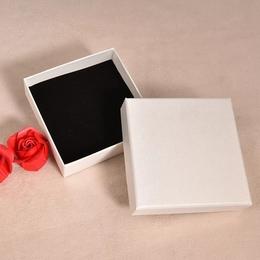 Коробка плотная Жемчужная 8 * 8 * 3см