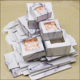 Коробка Мрамор с окном 7,5 * 7,5 * 3см