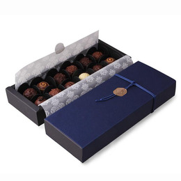 Коробка синяя на 12 конфет 24 * 9 * 3,5см